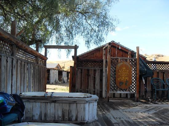 mercey-hot-springs-hot-tub